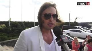 """MIX TV: Приезд Александра Реввы на """"Новую волну-2012"""""""