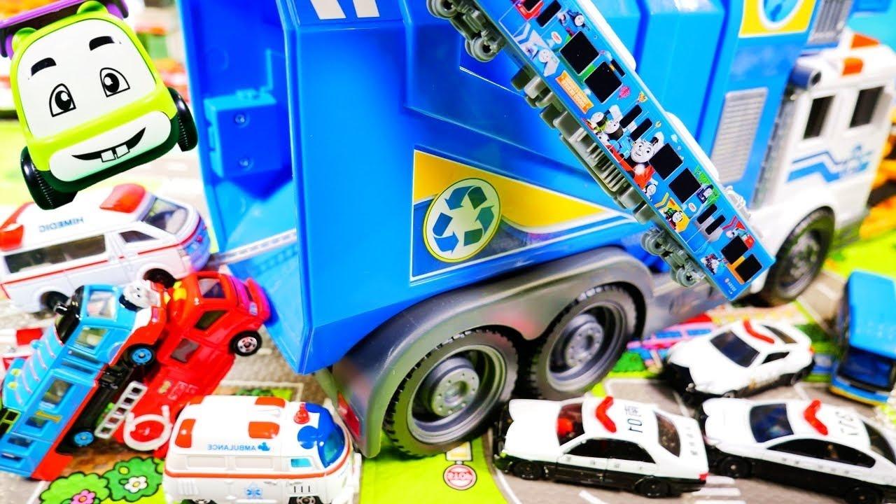 はたらくくるま トミカたちが大きなごみ収集車でお出かけをするよ♪ パトカー 救急車 消防車 トラックなどが登場!!