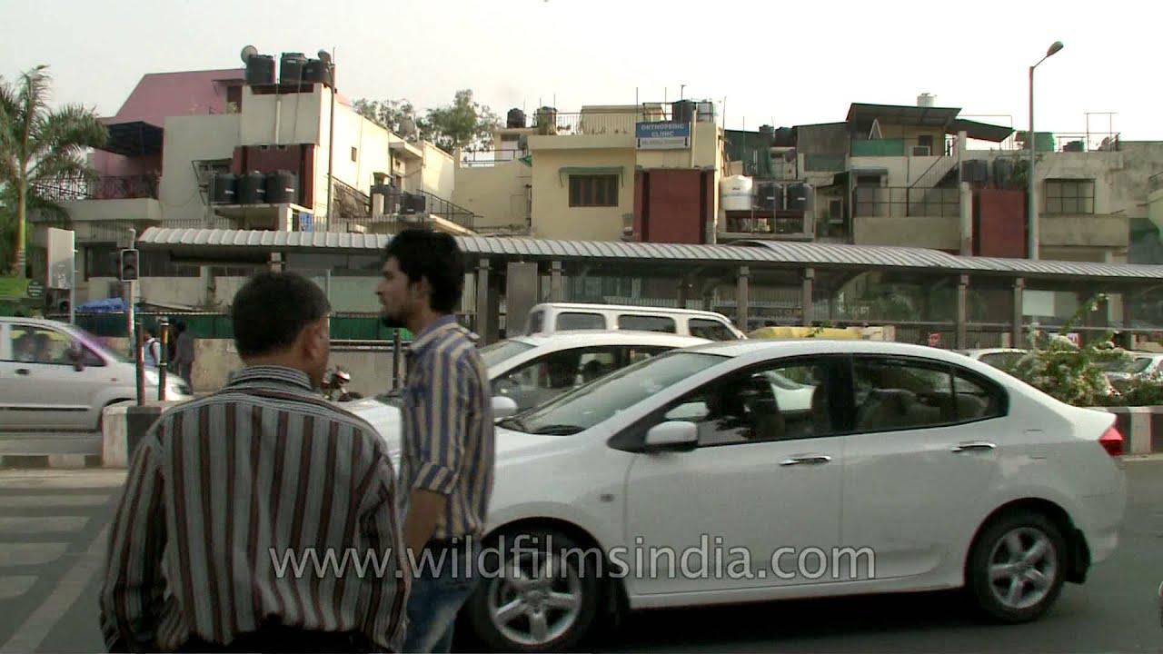 Main Road Outside The Malviya Nagar Metro