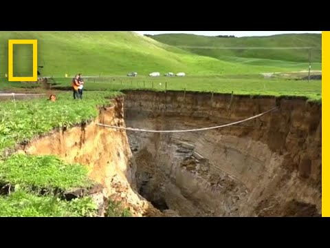See a Gigantic Sinkhole on New Zealand's North Island | National Geographic