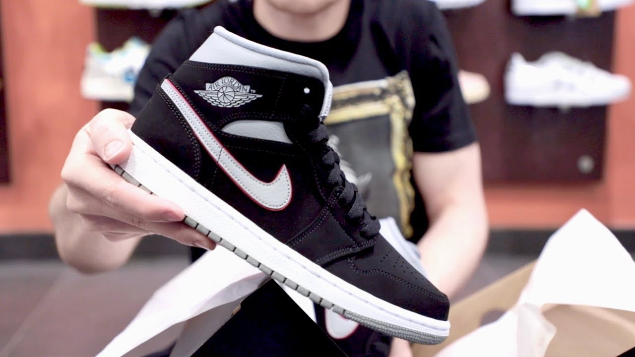 Unboxing Sneakers Nike Air Jordan 1 Mid Nero Grigio 554724 060 | Freesneak Shop