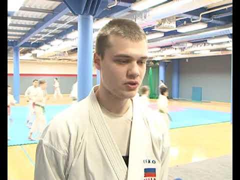 Трехкратный чемпион мира провел тренировку с курскими каратистами