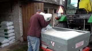 Siew nawozu 2013 - John Deere 1640 + rozsiewacz Abra N004/2 [Full HD]