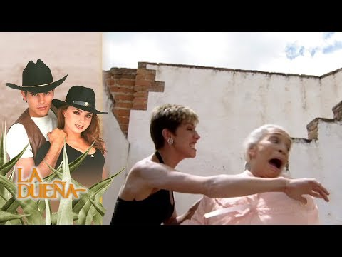 La Dueña capítulo 78: ¡Laura avienta a Martina desde las escaleras! | Tlnovelas thumbnail