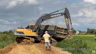 ឡានយីឌុបដឹកដីរអិលជួយដោយអ៊ិចស្កាវ៉ាទ័រ Hyundai dump truck fail recovery by Volvo EC210Dl Excavator