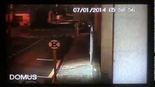 Câmera flagra vulto não identificado cruzando rua no centro de Botucatu; assista ao vídeo
