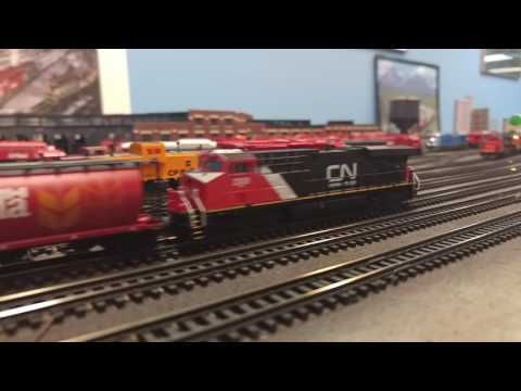 Long N Scale CN Grain Train with DPU (Spadina Yard and Union Station in N Scale)