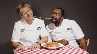 Ленни Генри и Гордон Рамзи соревнуются в приготовлении супов.