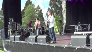 Ragsy in Aberdare park singing the scientist HD