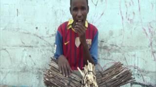 Il vient de la guinée il a 22 ans regardez son travail