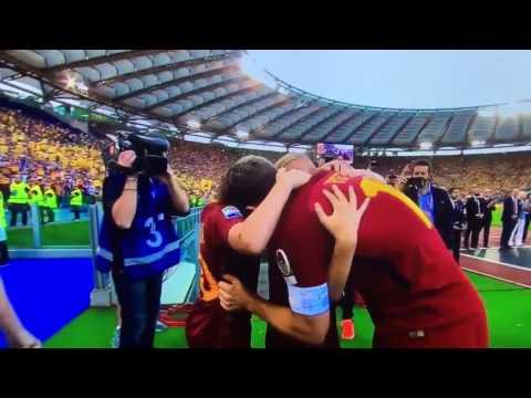 Hoàng tử francesco totti khóc trong ngày chia tay as roma