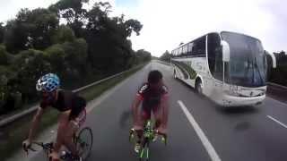 На велосипеде со скоростью 124 км/ч(Сумасшедшие парни разогнались на велосипеде до 124 км/ч., 2014-11-07T13:33:56.000Z)