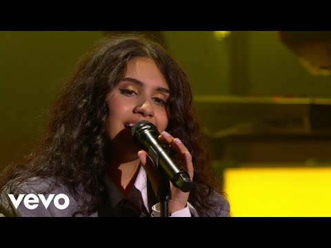 Alessia Cara - Growing Pains (Live From iHeartRADIO MMVAs / 2018)