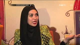 Delia Pilih Hijab Sederhana Untuk Busana Glamor