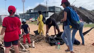 Грязь и мусор на пляжах Гоа Индия. Школьный субботник.