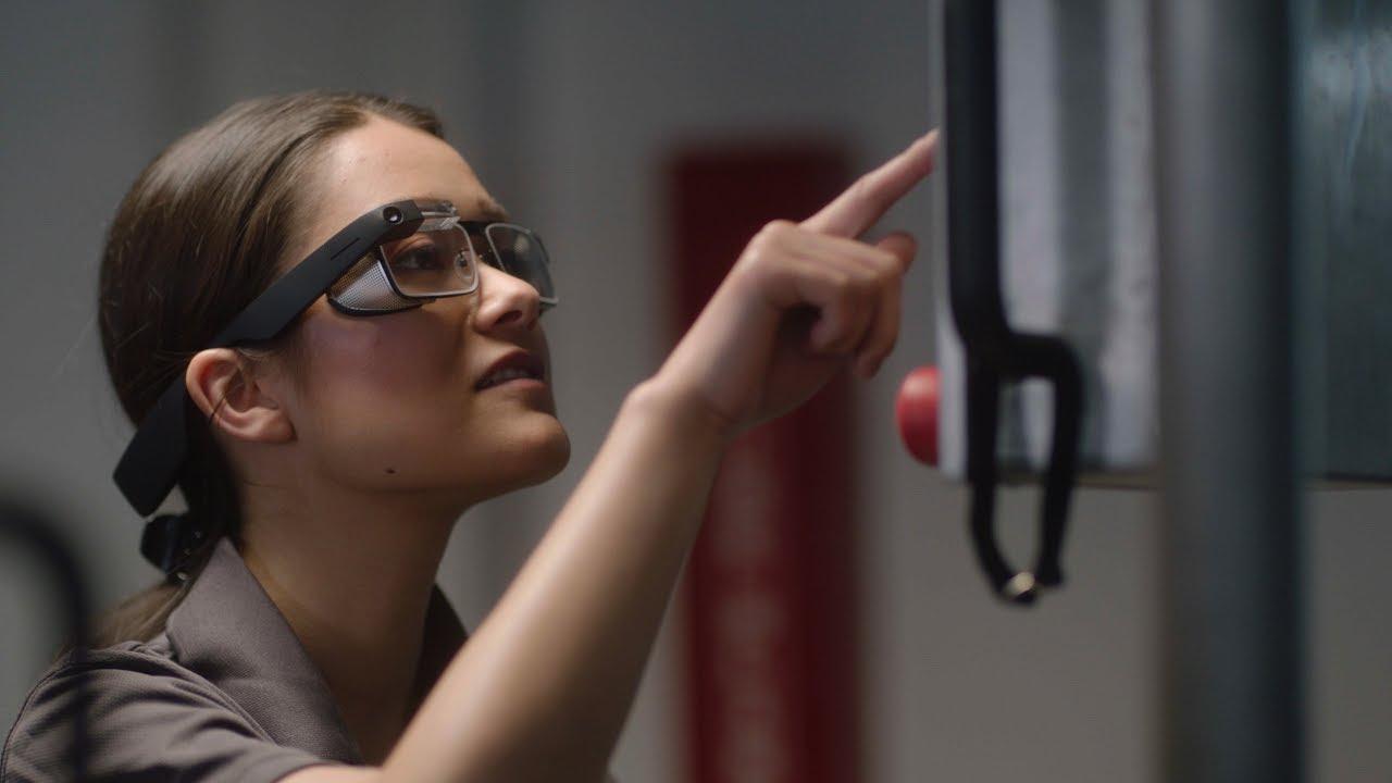 Conheça o novo Google Glass com óculos normais