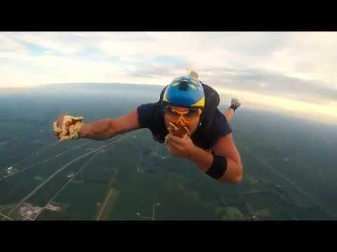 Sandwich Jump - Illinois Skydiving Center