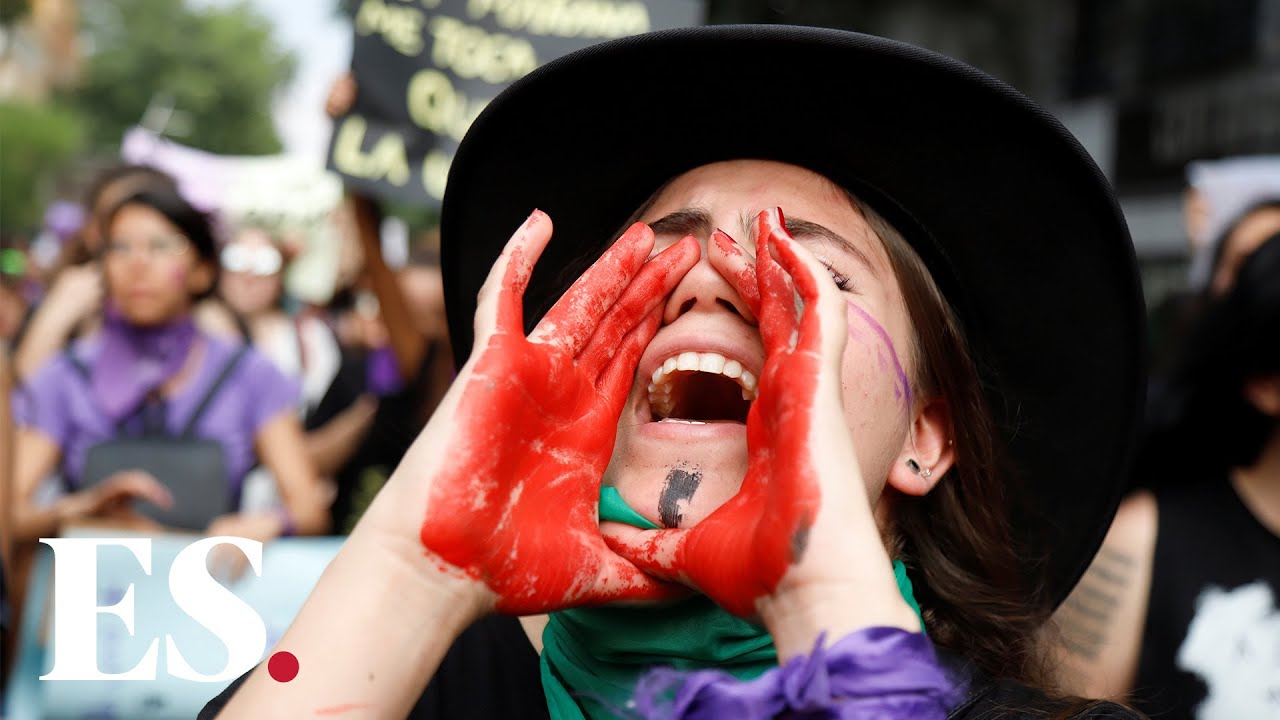 International Women's Day 2020: women in Mexico clash with police during march in Mexico City