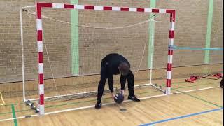 Styrketræning for målvogtere - Øvelse 8 (Afsæt i målet med medicinbold)