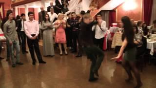 танцуют на осетинской свадьбе