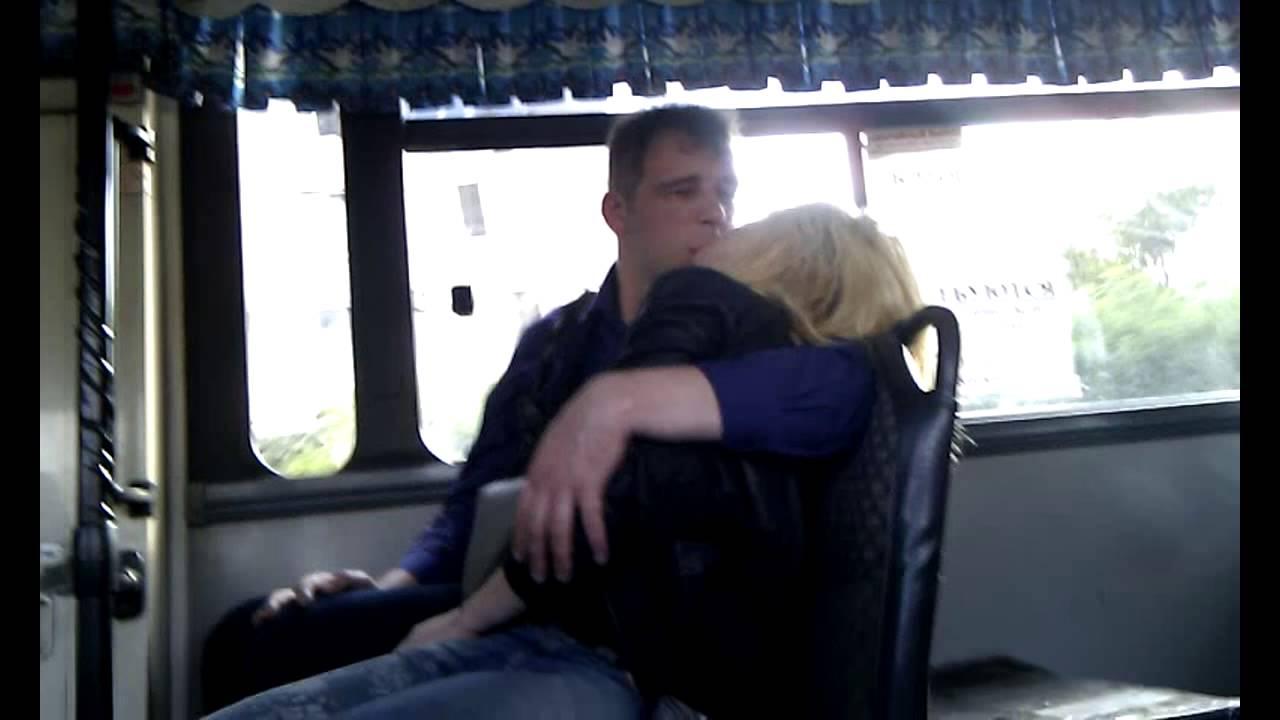 Пристает к парню в автобусе видео молодые