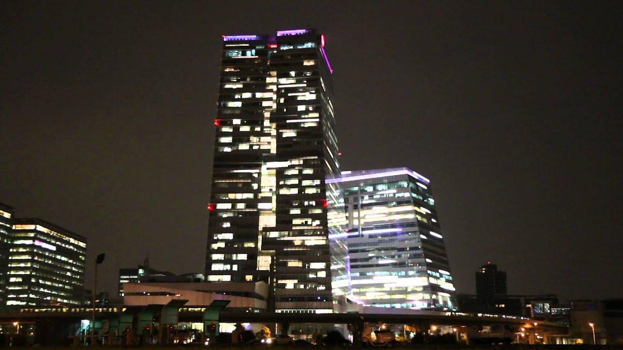 燈光點綴的中信金控企業總部大樓 - YouTube