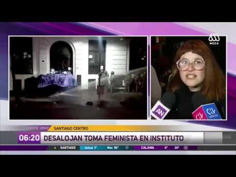 Toma Feminista: Alumnos Se Toman Instituto Arcos En Santiago Centro