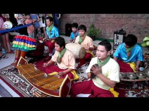 Cambodia Musical instrument . 캄보디아 전통 악기 연주. 2012 Yeosu EXPO , KOREA . 여수 엑스포 . 전라남도 .