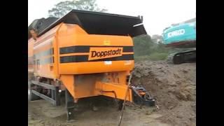 Trommel Screen - Doppstadt SM620 Working In Rain at Brisbane Earthmovers