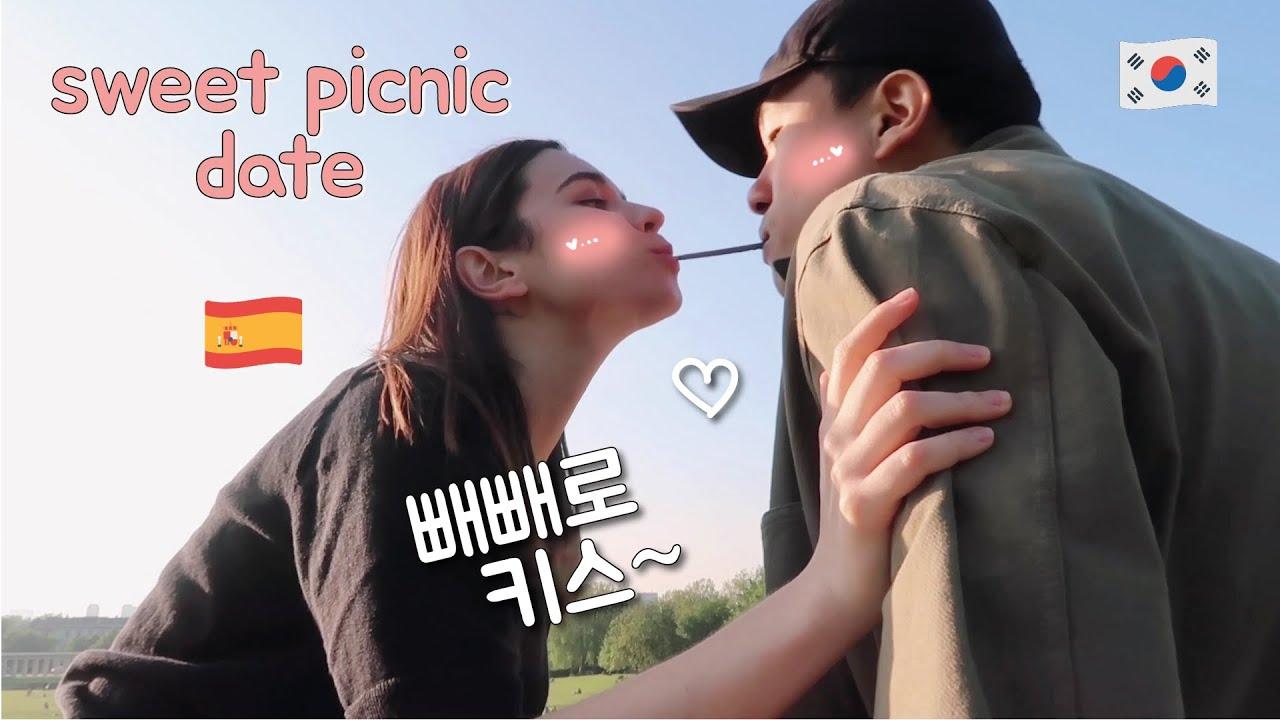 Sweet Picnic Date Vlog 🧃 ft. Korean snacks & Kimbap [AMWF] 한국드라마를 너무 많이 본 스페인여자친구와의 피크닉 !!