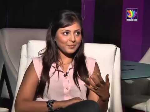 Madhu Shalini With Anchor Indu