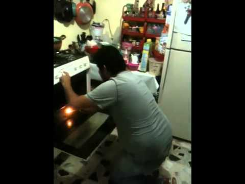 Prendiendo el horno de gas  YouTube