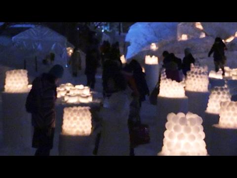 「小樽雪あかりの路」開幕 運河に浮かぶろうそくの優しい光 (2017/02/03)北海道新聞