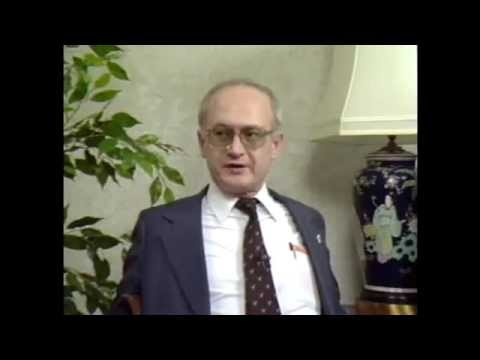 Former KGB Agent Yuri Bezmenov Explains How to Brainwash a N