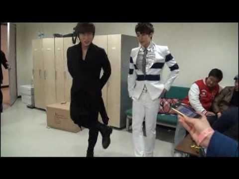 SS501 Kim Hyung Jun vs K.Will - dance battle in waiting room?^^