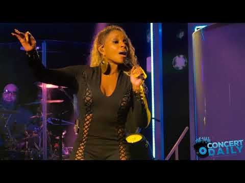 Mary J. Blige - Family Affair (Strength Of A Woman Tour Baltimore 8-13-17)