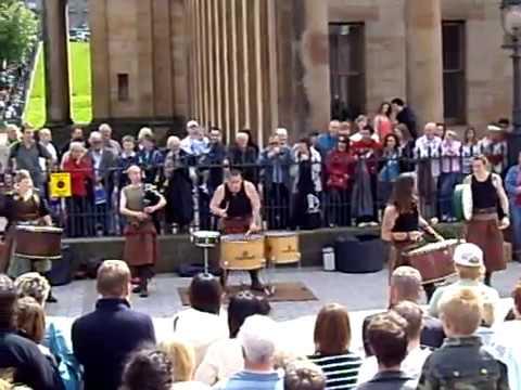 Edinburgh Fringe Festival - Scottish folk music performance
