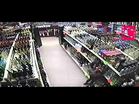 #EnRedesSociales Niña roba botella de tequila en tienda