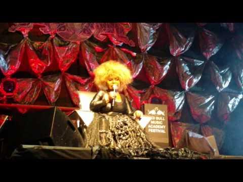 """Elza Soares  """"Maria da Vila Matilde"""" live in New York's Town Hall (5/19/2017)"""