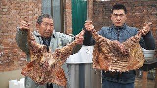 【食味阿远】阿远今天烤全羊,老板说900块花的豪爽!葡萄酒腌一天再烤,过瘾 | Shi Wei A Yuan