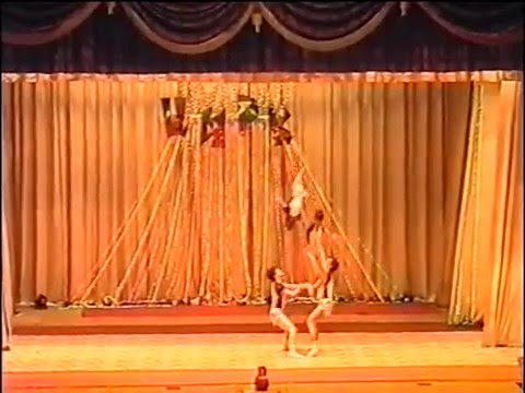 женская силовая цирковая акробатика видео