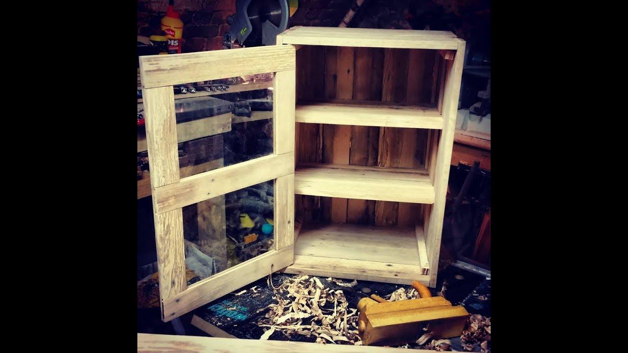 Fabrication d 39 une armoire en palettes make a pallets - Fabriquer sa bibliotheque en bois ...