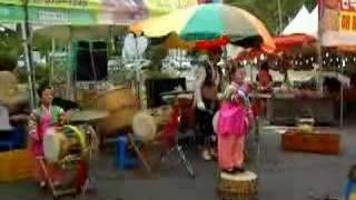 Korean midget folk singing at tea plantation 2