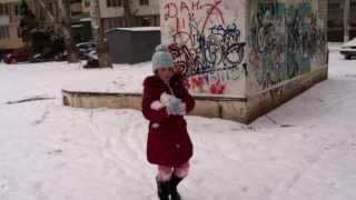 Гуляем во дворе зимой(, 2014-02-27T14:51:14.000Z)