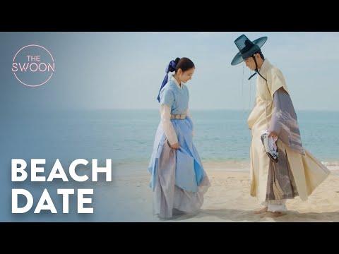 Cha Eun-woo and Shin Sae-kyeong's beach date 🌊   Rookie Historian