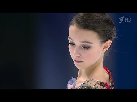 На чемпионате Европы по фигурному катанию в борьбу вступают девушки.