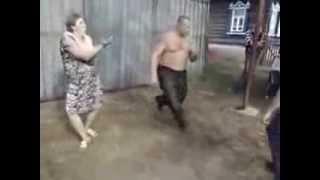 Смешное видео. Прикольные деревенские танцы.(Юмор. Смешное видео. Прикольные танцы в деревне.. Канал постоянно обновляется. Подписывайтесь. Посмеемся..., 2013-10-04T03:18:46.000Z)