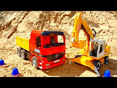 Working machines : excavator and a truck ! Videos for kids! TOYS!