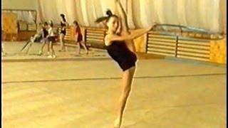 Художественная гимнастика. Обруч. Тренировка(Получите в ПОДАРОК 8 видеоуроков здесь: http://www.world-gymnastics.ru/shpagat8/ Полный видеокурс