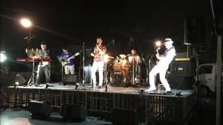 地元柏原市駅前でのライブショット Vocal : ユウ / Guitar : ダンディ~...
